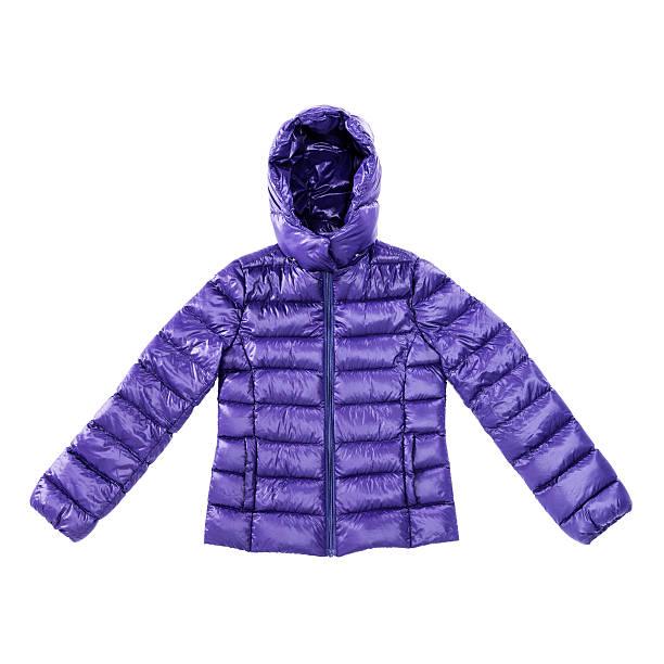 パープルの冬のあるパッド入りダウンジャケットで分離白背景 - ダウンジャケット ストックフォトと画像