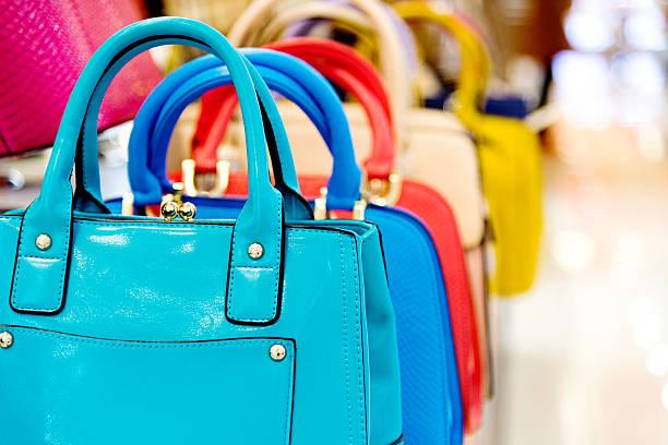 purse in the market - handtas stockfoto's en -beelden