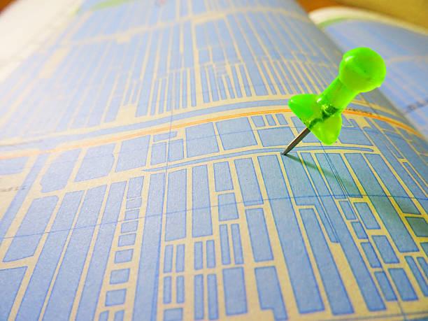 Push pin auf der Karte – Foto