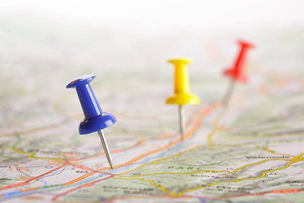 pushpin on map - road map stock photos and pictures