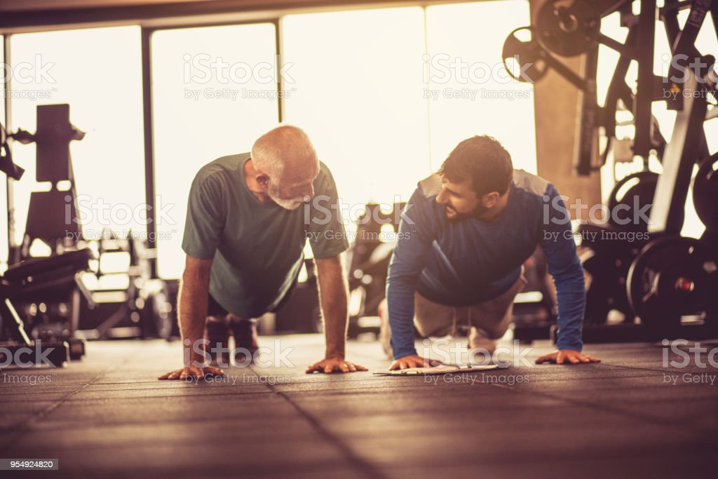 Push-ups at gym. - foto stock