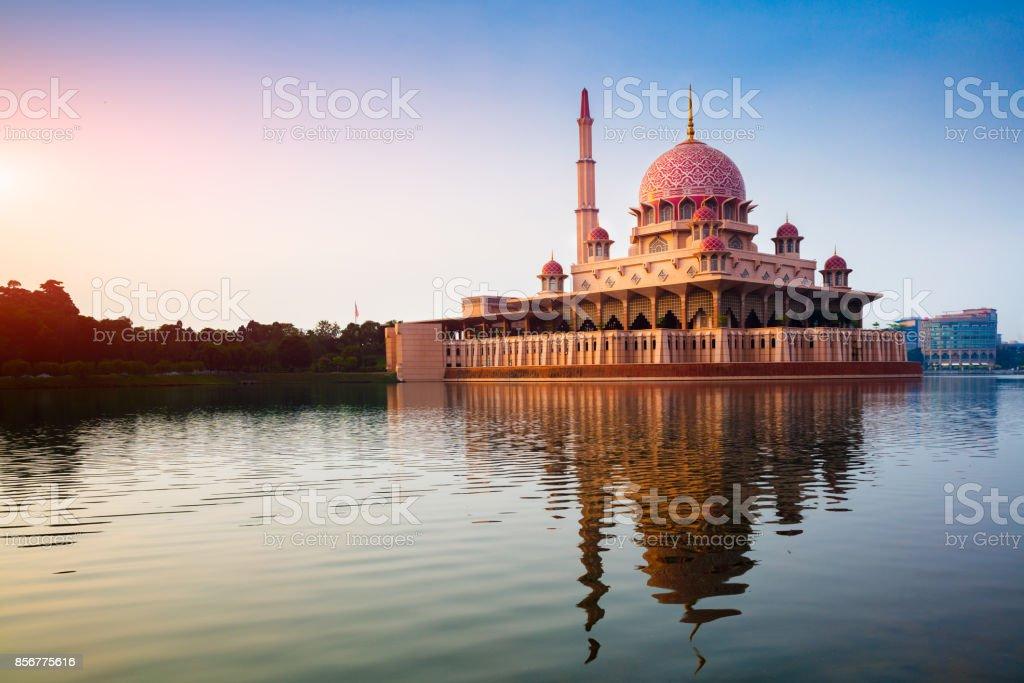 Putra moskee tijdens zonsopgang - Royalty-free Allah Stockfoto