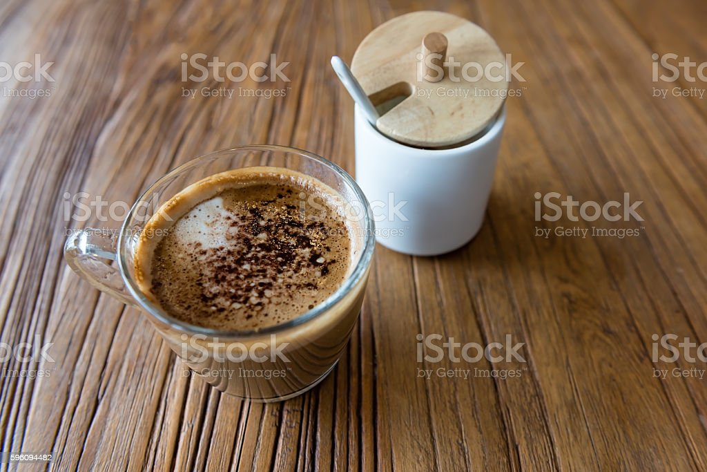 putting brown sugar in a espresso cup Lizenzfreies stock-foto