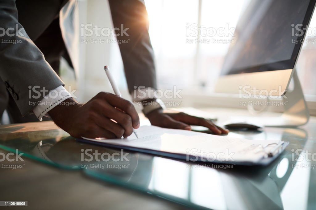 Unterschrift auf Papier - Lizenzfrei Abmachung Stock-Foto