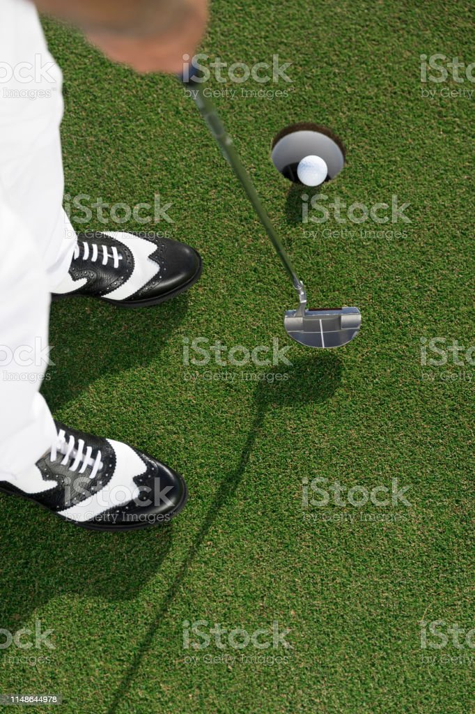 Putting the golf ball near hole - links golf