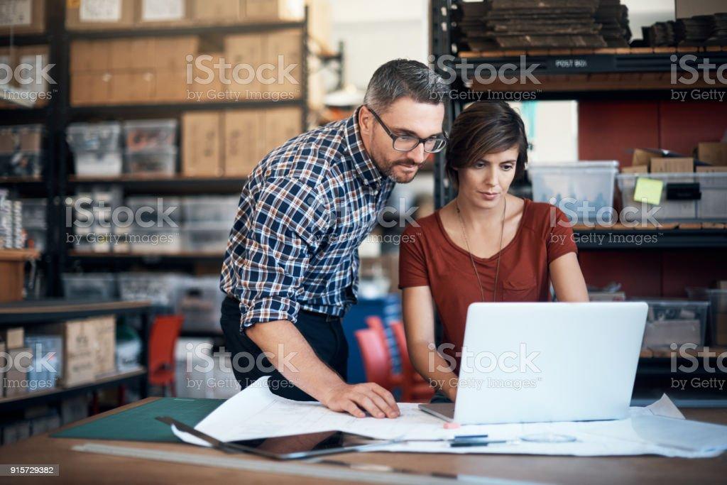 Poner su creatividad a trabajar - foto de stock