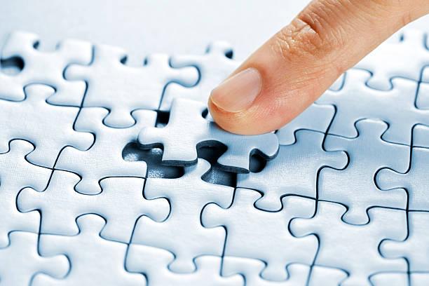 puzzle teilen - dinge die zusammenpassen stock-fotos und bilder