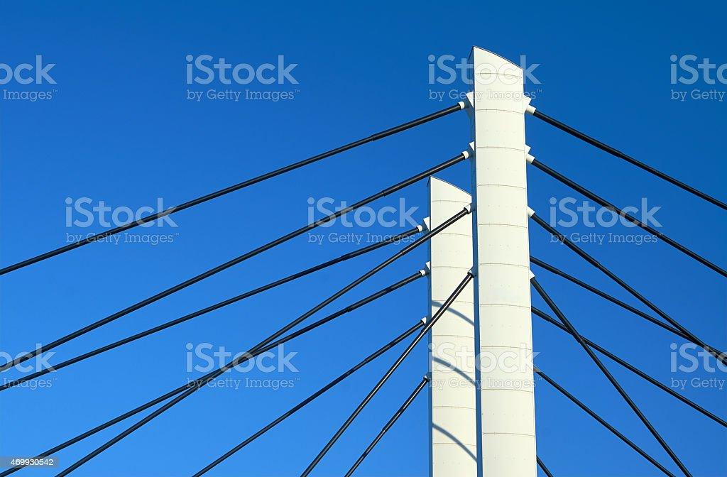 Telefonmasten und Stahlkabel-Übernachtungen-Kabel Lizenzfreies stock-foto
