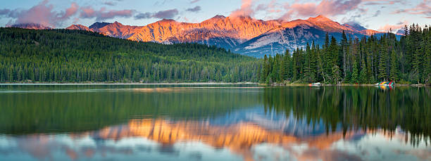 Pyramid Lake Panorama Evening light on the Rocky Mountains, reflected in Pyramid Lake in Jasper National Park, Alberta, Canada. canadian rockies stock pictures, royalty-free photos & images