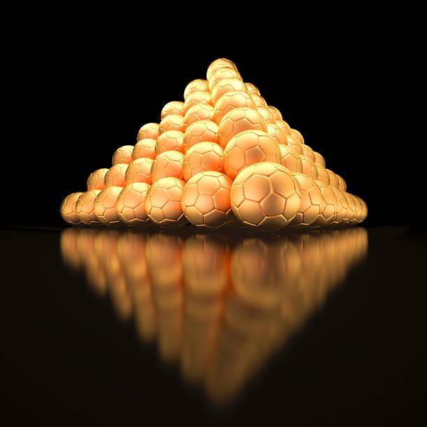 Pyramide aus Goldene Fußbälle – Foto