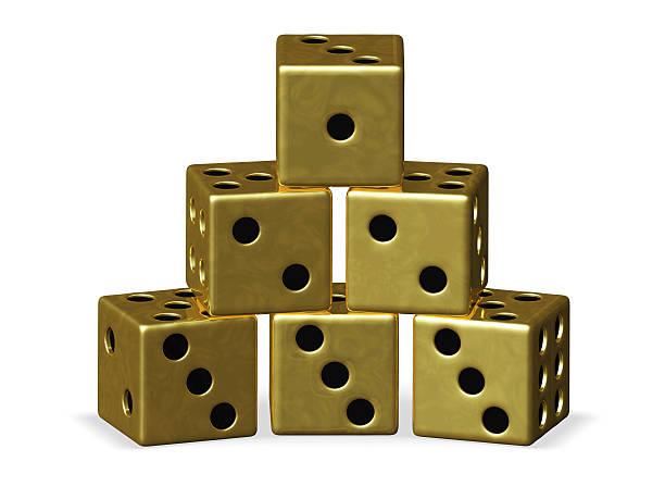 pyramid stapel gold spielen würfel - sockelleisten ecken stock-fotos und bilder