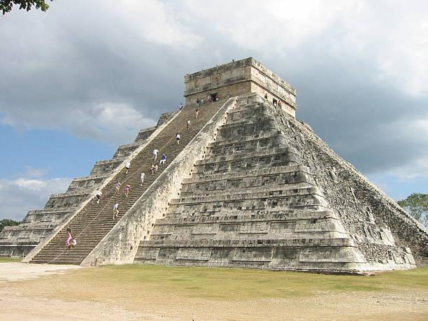 pyramid temple chichen itza - fsachs78 stockfoto's en -beelden