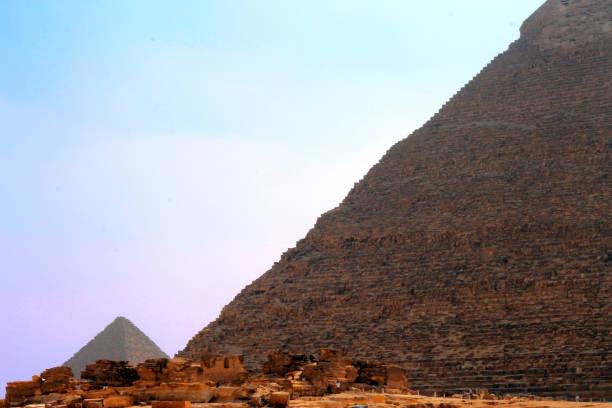 Mısır çölünde Keops ve Chefre Piramitleri stok fotoğrafı