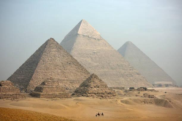 ピラミッド - 記念建造物 ストックフォトと画像