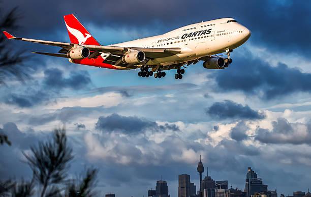 qantas 747-400 - qantas foto e immagini stock