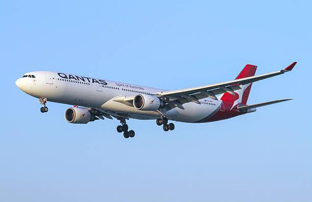 qantas airbus a330 - qantas foto e immagini stock