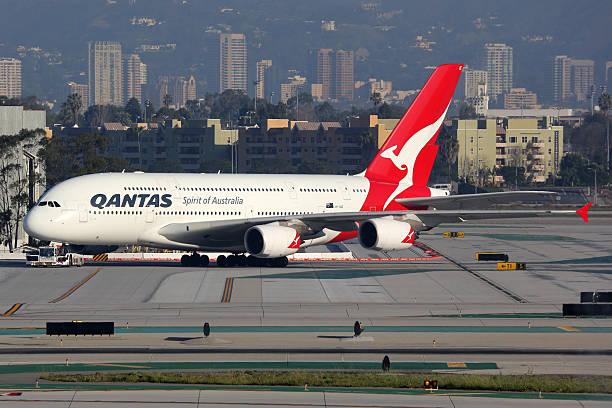 qantas airbus a 380-800 aereo - qantas foto e immagini stock