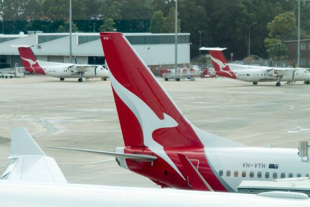 qantas airline aircraft - qantas foto e immagini stock