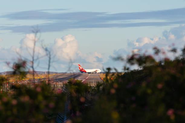 qantas boeing 747 - qantas foto e immagini stock