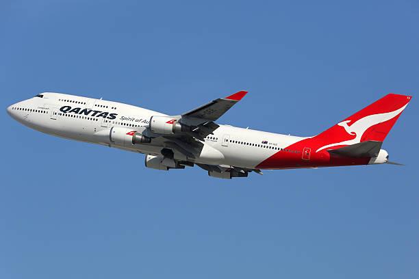 aeroplano di qantas boeing 747-400 - qantas foto e immagini stock