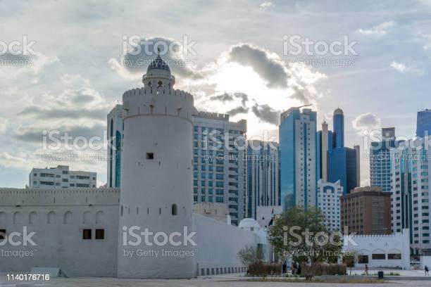 Qasr Al Hosn Museum Is The Oldest And Most Significant Building In Abu Dhabi Located In The Center Of The City - zdjęcia stockowe i więcej obrazów Abu Zabi