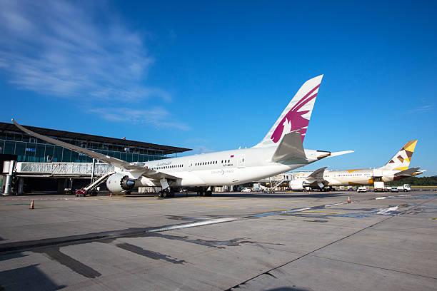 Qatar 787 & Etihad 787 Dreamliners - foto de acervo