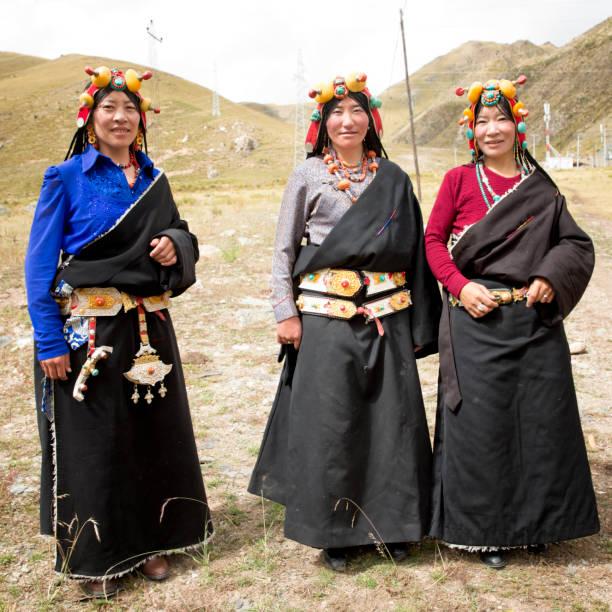 qinghai nomad vrouwen - double_p stockfoto's en -beelden