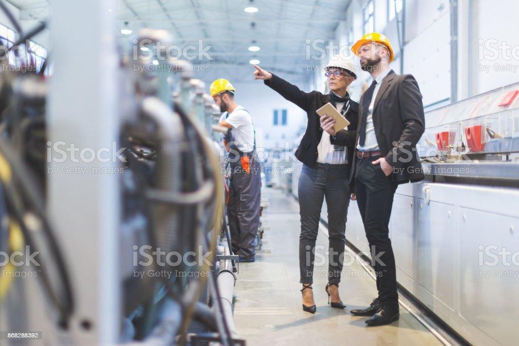 Inspektoren Qualitätsteam werkseitig – Foto