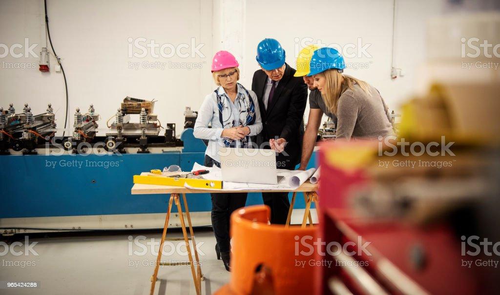 Equipe de inspetores de qualidade - Foto de stock de Adulto royalty-free