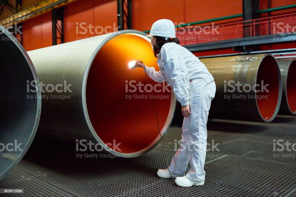 Qualitätsmanager arbeiten auf der Tube, die rollende Fabrik – Foto