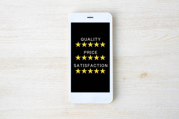 qualität, preis und zufriedenheit smart phone - iphone gratis stock-fotos und bilder