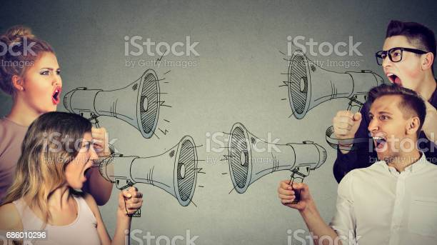 Streit Zwischen Frauen Und Männern Stockfoto und mehr Bilder von Anschreien
