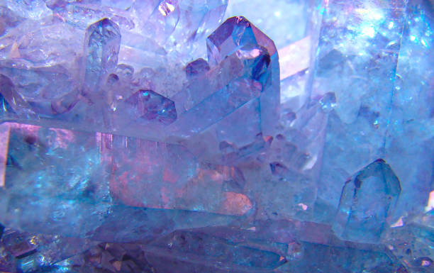 quartz crystals, the background image. - natursteinschmuck stock-fotos und bilder