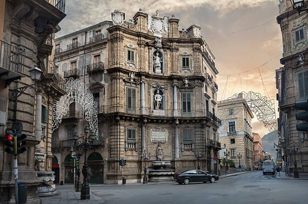 Quattro Canti (cuatro esquinas) en Palermo, Sicilia, Italia - foto de stock