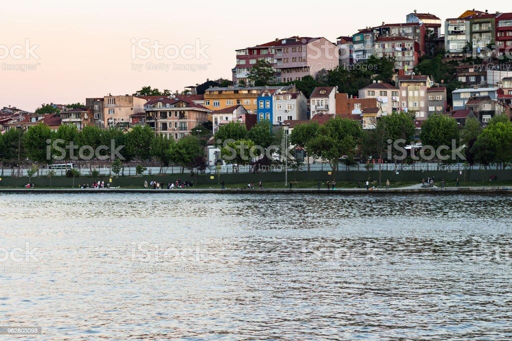 quay in Fatih district in Istanbul city in evening - Foto stock royalty-free di Acqua