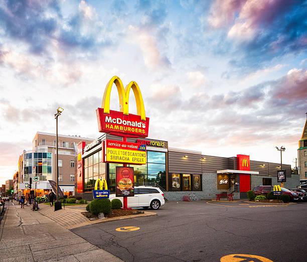 quebec mcdonald's restaurant with illuminated sign - mcdonalds стоковые фото и изображения
