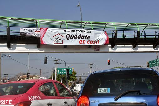 Quedaté en Casa (Stay at Home) sign
