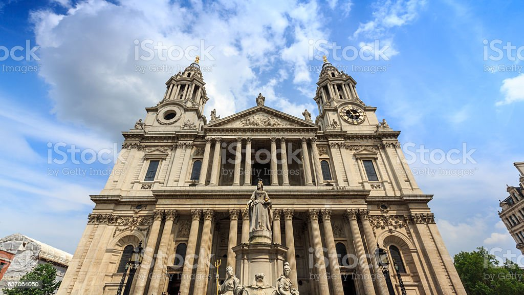 Queen Anne Statue near St.Paul Cathedral at London. – Foto