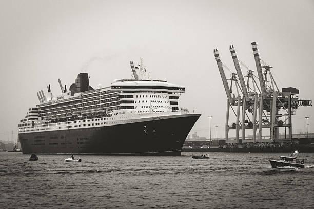 queen mary 2 - das traumschiff stock-fotos und bilder