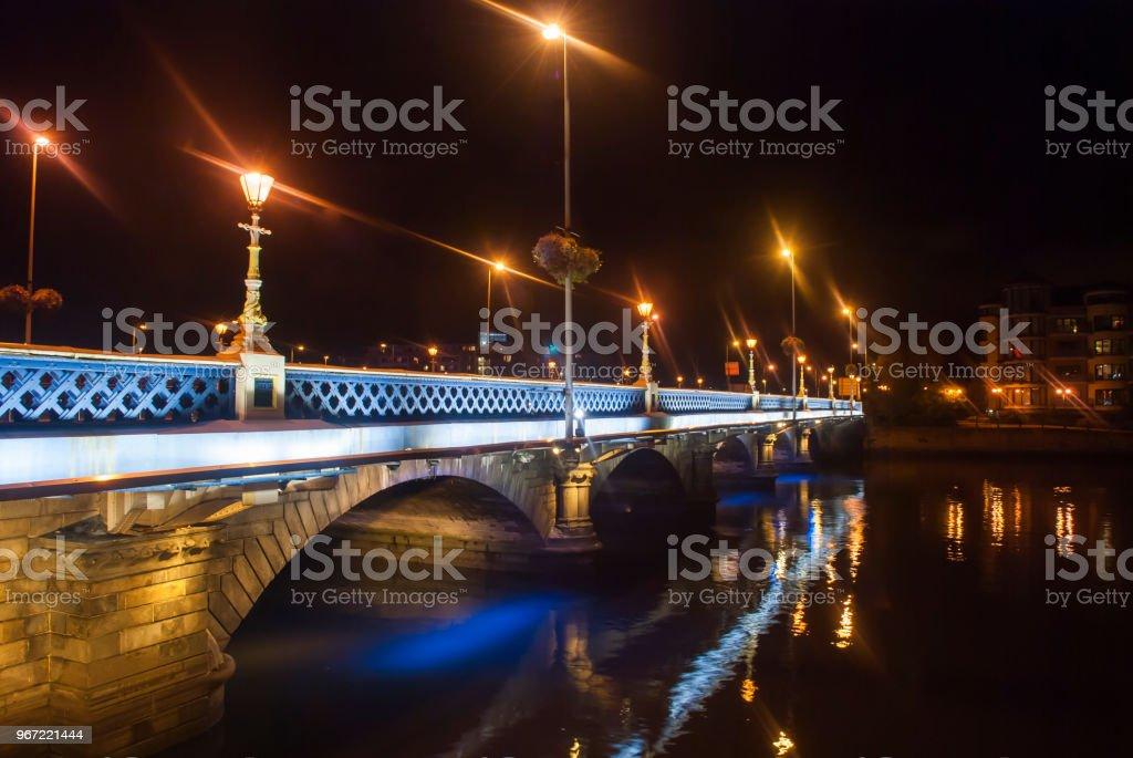 Königin der Brücke, Belfast in der Nacht. – Foto