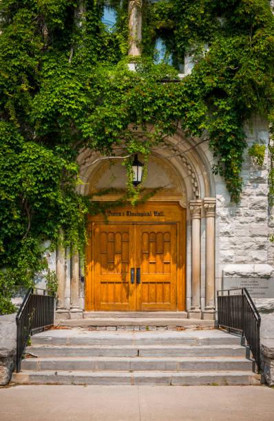 queen's university theological hall building - ivy building imagens e fotografias de stock