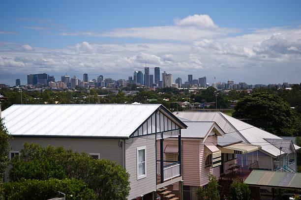 Queenslander Häuser ad Skyline von Brisbane CBD – Foto