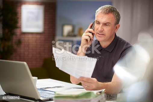 istock querying an invoice 637566310