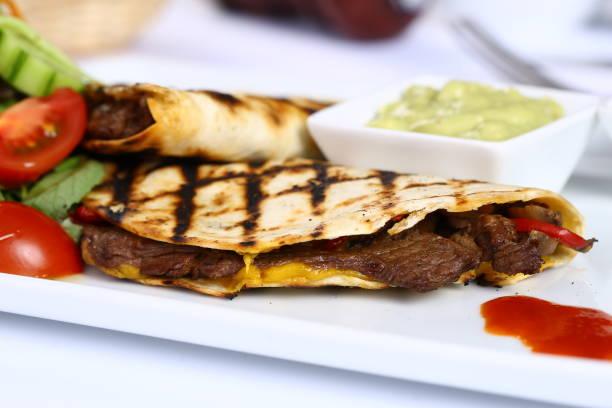 quesadilla wrap sandwich - wurst käse dips stock-fotos und bilder