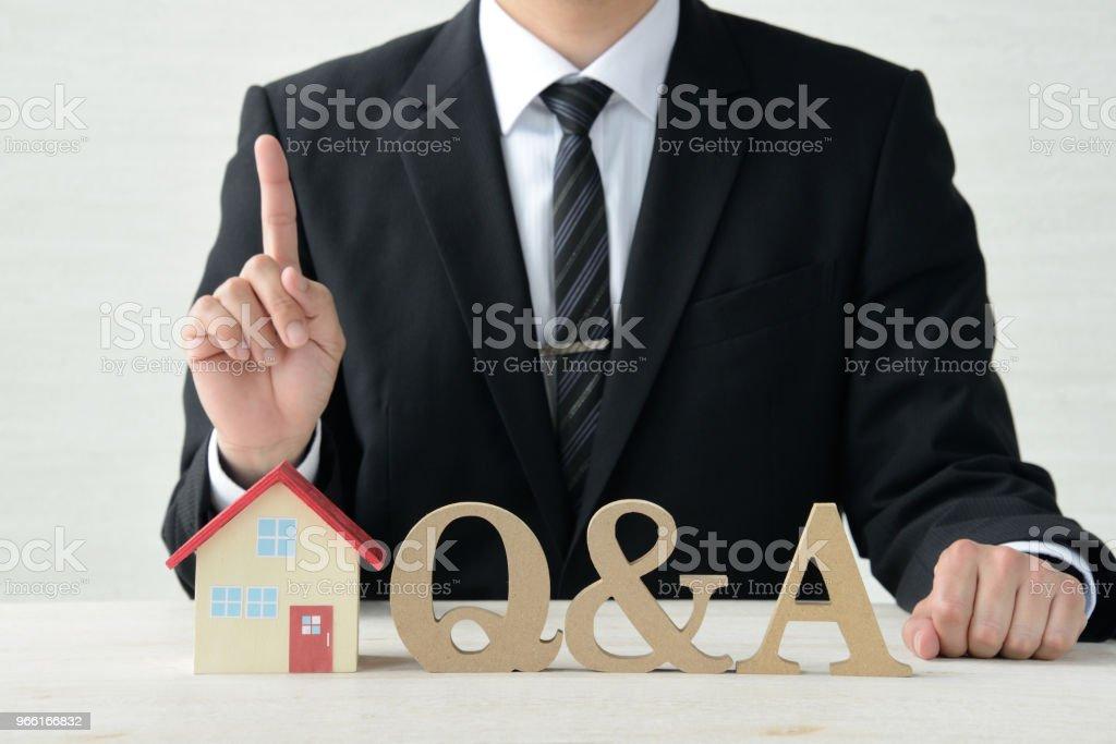 Frågor och svar om bostäder - Royaltyfri Affärsman Bildbanksbilder