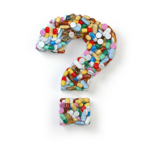 fragezeichen aus roten pillen und kapseln auf weißem hintergrund. - gesundheitsfragen stock-fotos und bilder