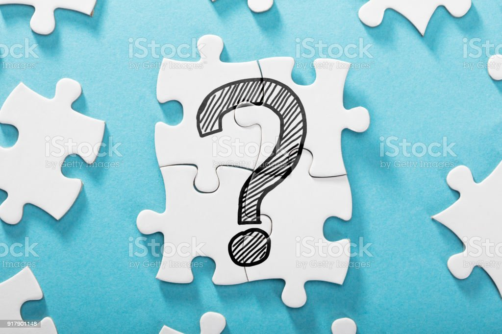 Frage-Mark-Symbol auf weißen Puzzle – Foto