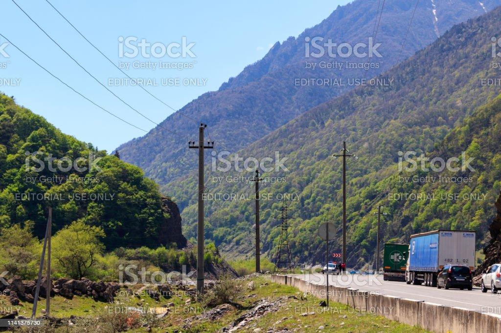Schlange der Autos an der russisch-georgischen Grenze – Foto