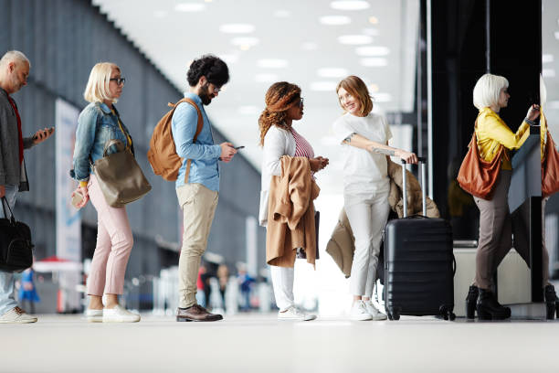 queue of passengers - airport check in counter stock pictures, royalty-free photos & images