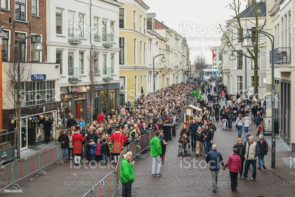 Queue of visitors to the Dickens Festival in Deventer stock photo